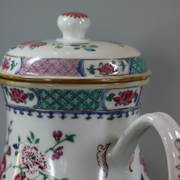 Pair of large Chinese famille rose jugs and covers, Qianlong (1736-95) - image 10