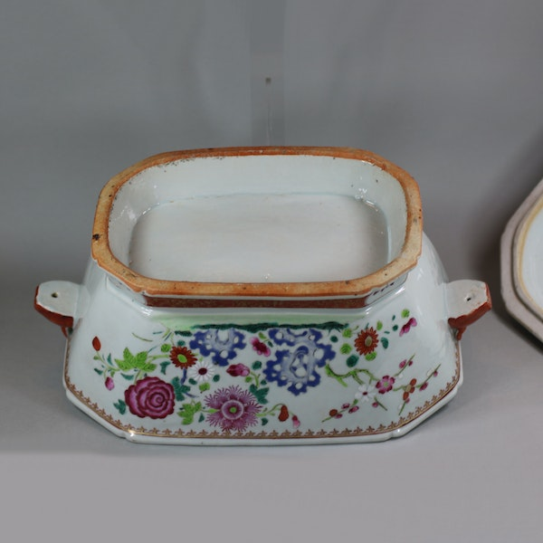 Large Chinese octagonal famille rose tureen and cover, Qianlong (1736-95) - image 9