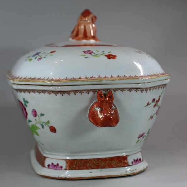 Large Chinese octagonal famille rose tureen and cover, Qianlong (1736-95) - image 3