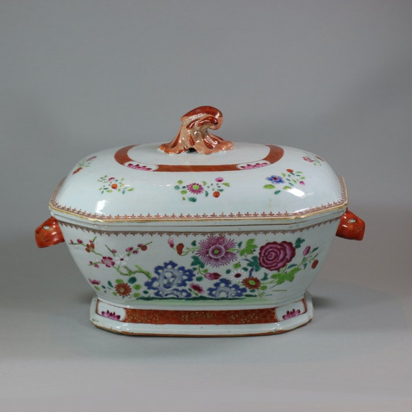 Large Chinese octagonal famille rose tureen and cover, Qianlong (1736-95) - image 2