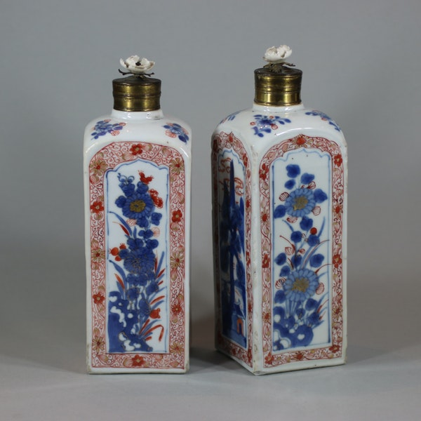 Pair of Chinese imari gin bottles, Kangxi (1662-1722) - image 3
