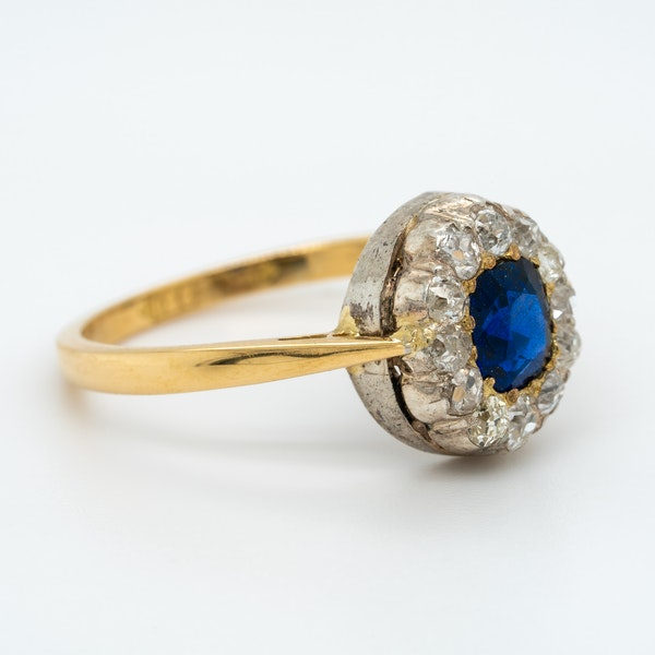 Victorian diamond and sapphire oval cluster ring - image 2
