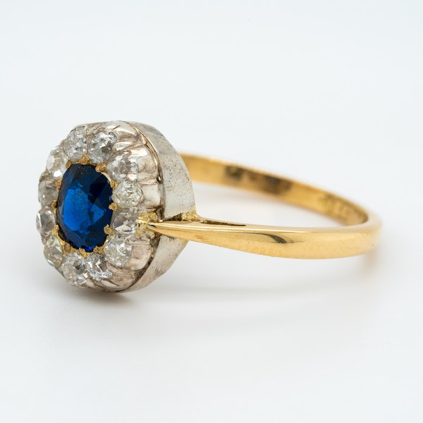 Victorian diamond and sapphire oval cluster ring - image 3