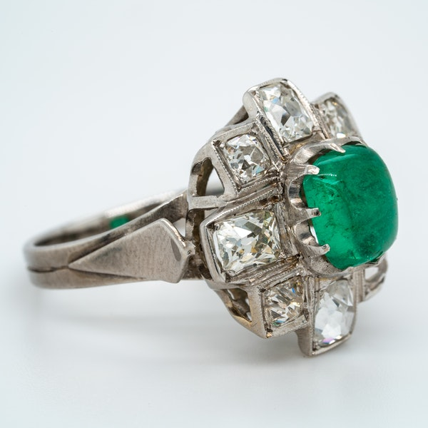 Emerald cabochon and diamond cluster ring - image 2