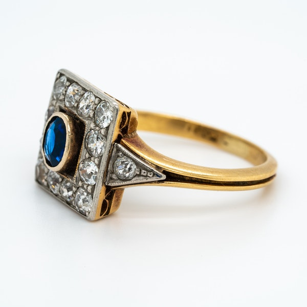 Art Deco diamond and sapphire square shape cluster ring - image 3