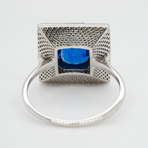Vintage sapphire and diamond rectangular cluster ring - image 4