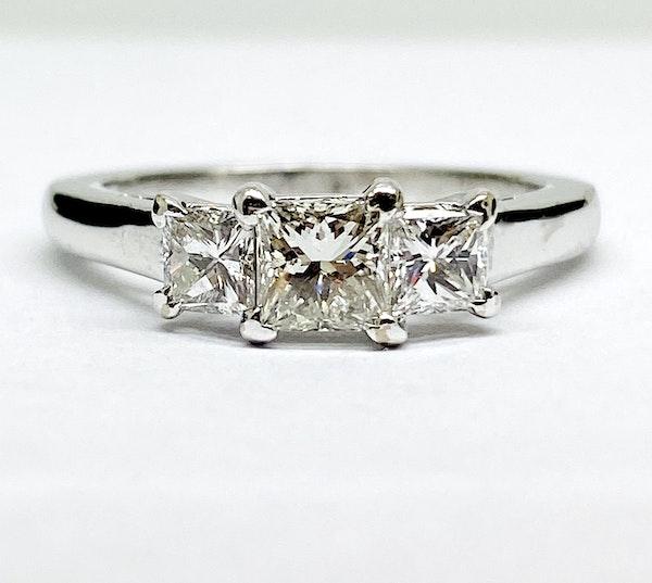 18K white gold, 3-stone 0.95ct Diamond Ring - image 3