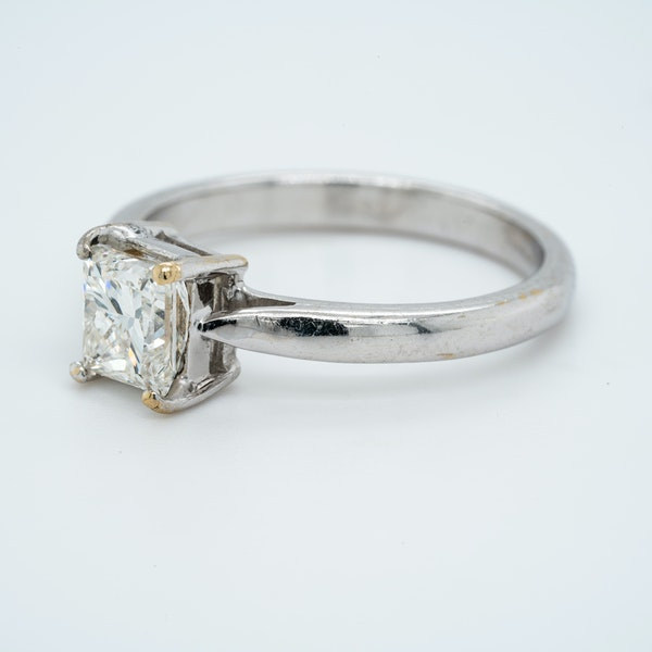 18K white gold 1.03ct Diamond Solitaire Engagement Ring. - image 3