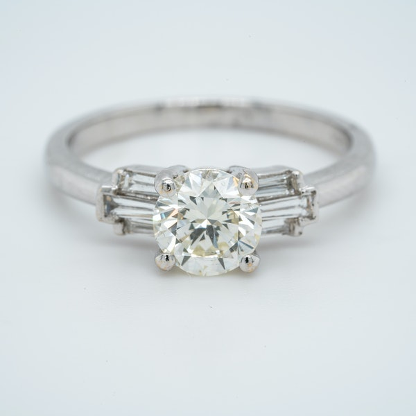 18K white gold 1.01ct Diamond Engagement Ring - image 1