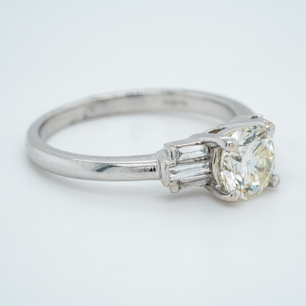 18K white gold 1.01ct Diamond Engagement Ring - image 2