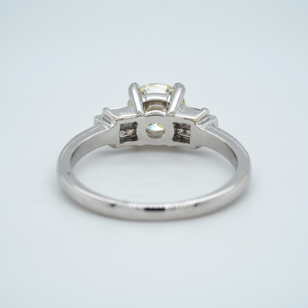 18K white gold 1.01ct Diamond Engagement Ring - image 3