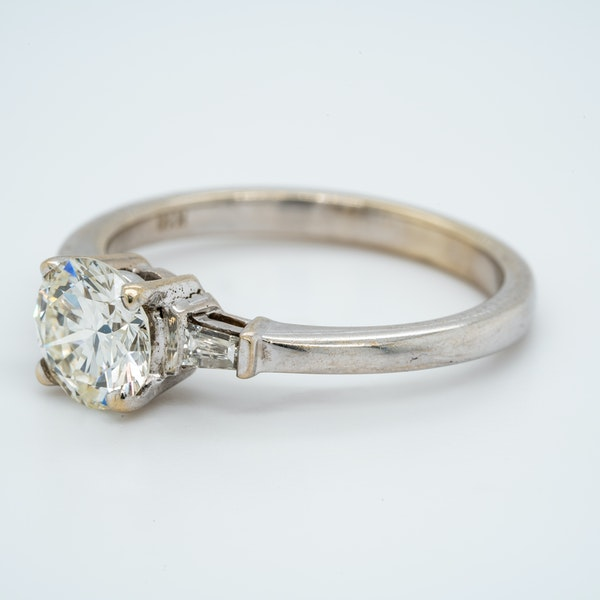 18K white gold 1.10ct Diamond Solitaire Engagement Ring - image 1