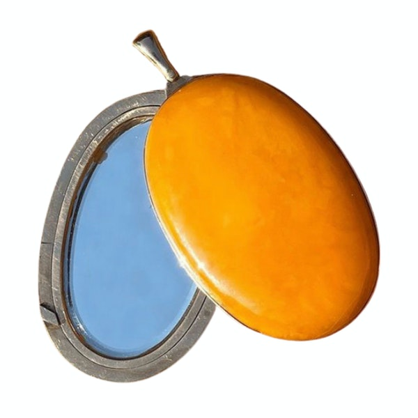 A Large Amber Mirror Locket by Streeter & Co - image 2