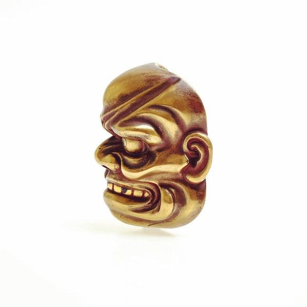 Large gold lacquer mask netsuke - image 3