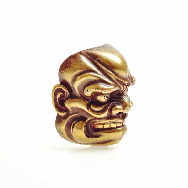 Large gold lacquer mask netsuke - image 2