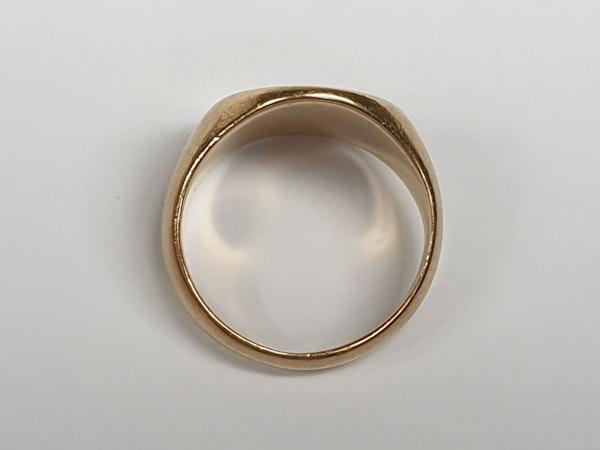 18ct gold plain signet ring  DBGEMS - image 3