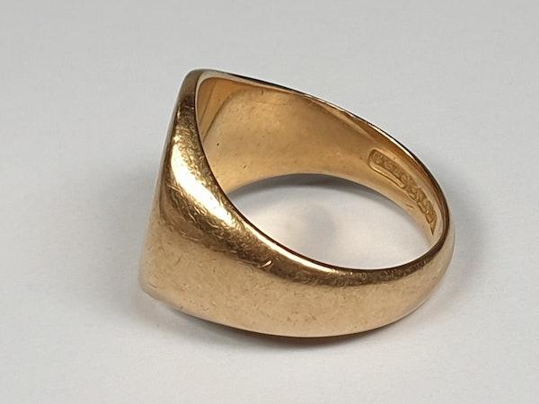 18ct gold plain signet ring  DBGEMS - image 2