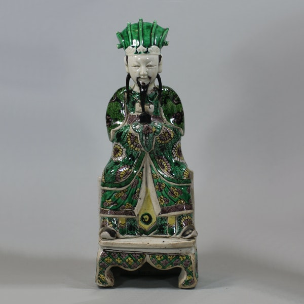 Chinese seated biscuit figure of a court official, Kangxi (1662-1722) - image 1