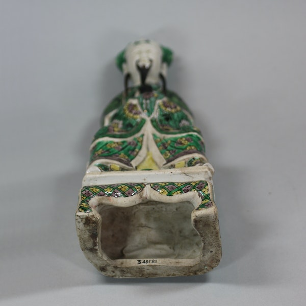 Chinese seated biscuit figure of a court official, Kangxi (1662-1722) - image 5