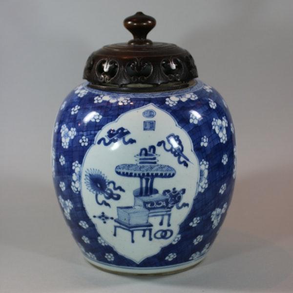 Chinese blue and white ginger jar, Kangxi (1662-1722) - image 1