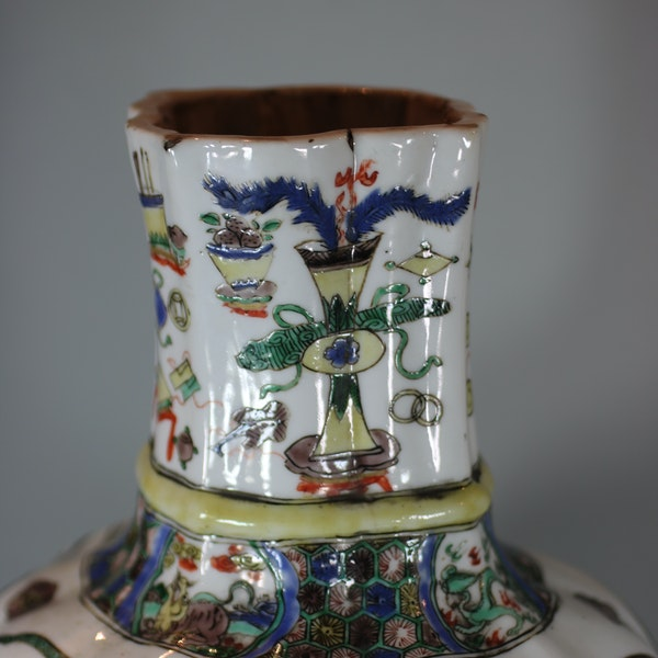 Chinese famille-verte multi-faceted vase Kangxi (1662-1722) - image 7
