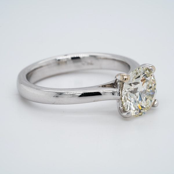 18K white gold 2.01ct Diamond Solitaire Engagement Ring - image 4