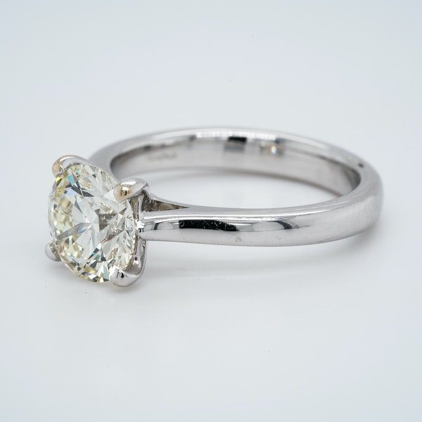 18K white gold 2.01ct Diamond Solitaire Engagement Ring - image 5