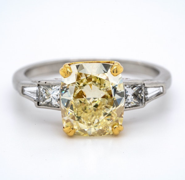 Platinum 4.01ct Natural Fancy Yellow Diamond Ring - image 5