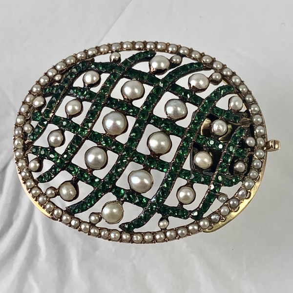 Gold snap with pearls and green paste - image 1