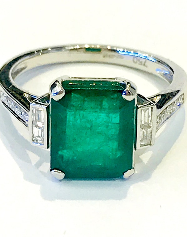 Platinum 3.90ct Natural Emerald Ring - image 4