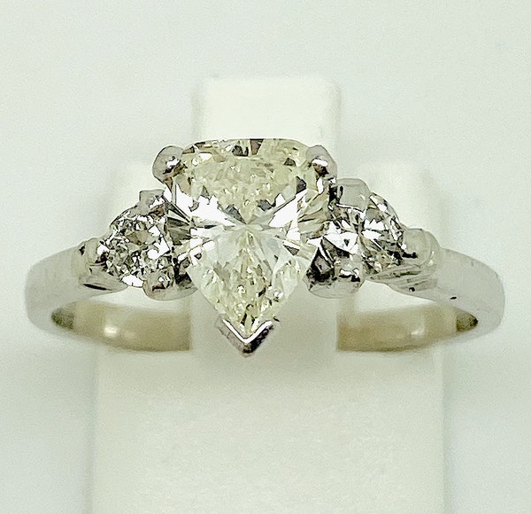 18K white gold, 1.10ct Diamond Engagement Ring - image 4