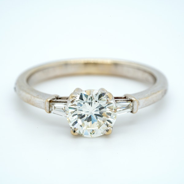 18K white gold 1.10ct Diamond Solitaire Engagement Ring - image 4