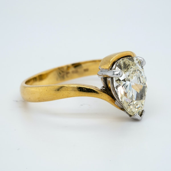 18K yellow gold 1.99ct Diamond Solitaire Engagement Ring - image 3