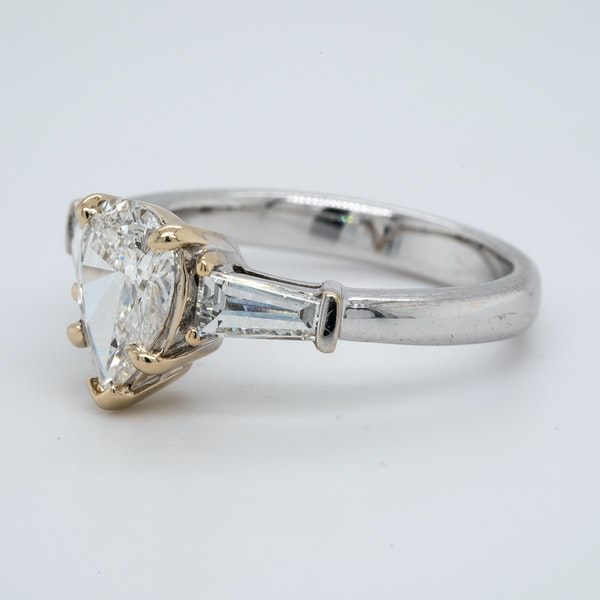 18K white gold 1.08ct (+0.30ct) Diamond Engagement Ring - image 3