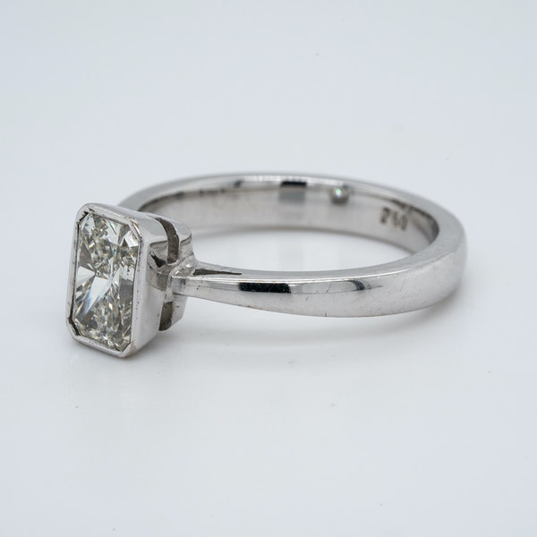 18K white gold 1.06ct Diamond Solitaire Engagement Ring - image 3