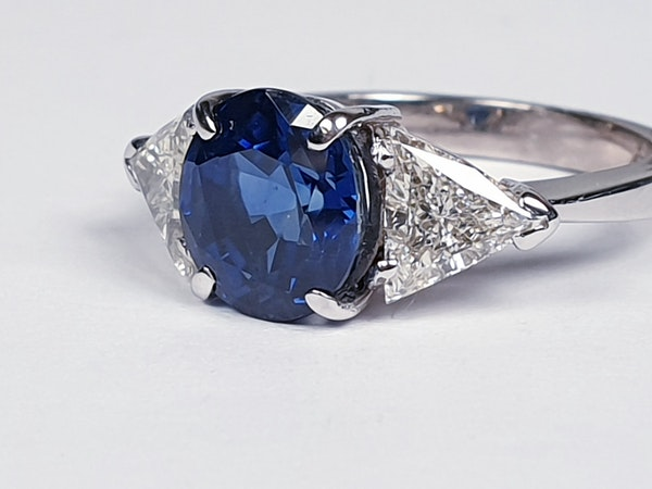 Sapphire and trillion cut diamond engagement ring  DBGEMS - image 4