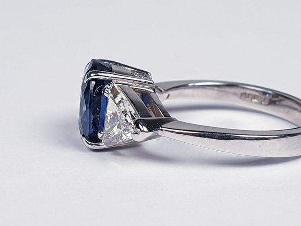 Sapphire and trillion cut diamond engagement ring  DBGEMS - image 3