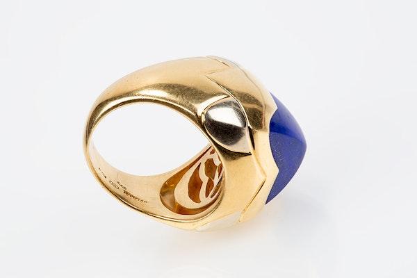 Vintage Bulgari Lapis Lazuli and 18 karat Gold Ring, Italian circa 1970. - image 4