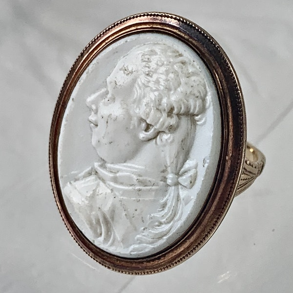 Eighteenth century glass cameo portrait gold ring - image 1