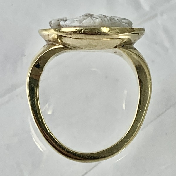 Seventeenth century cameo in later gold ring - image 3