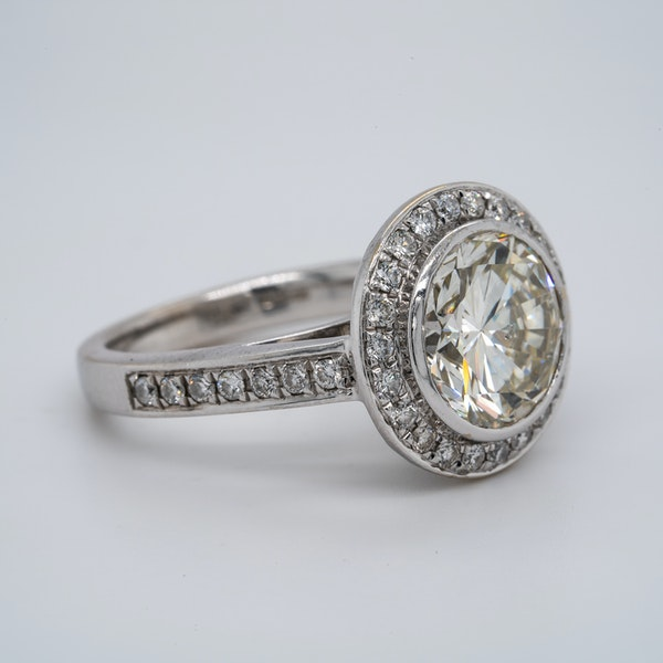 18K white gold 3.32ct (+1.01ct) Diamond Engagement Ring - image 2