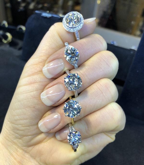 18K white gold 3.32ct (+1.01ct) Diamond Engagement Ring - image 6
