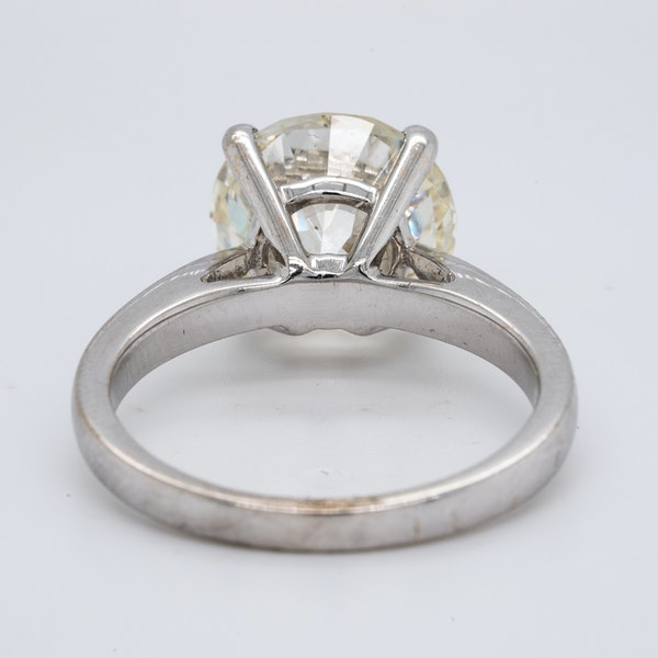 18K white gold 4.68ct Diamond Engagement Ring - image 4