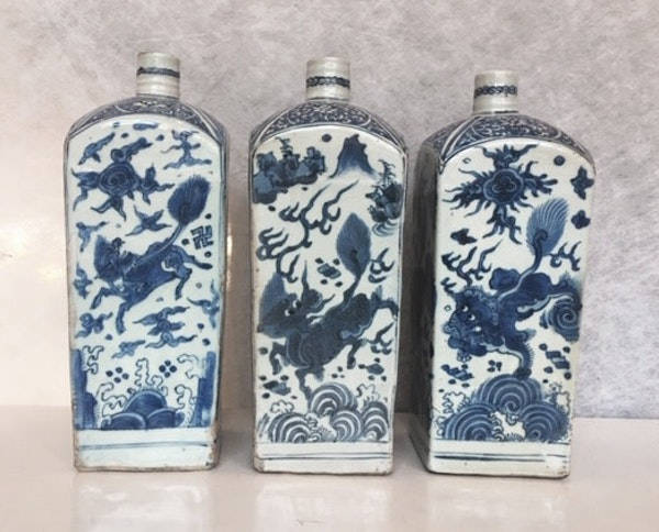 THREE SIMILAR CHINESE BLUE AND WHITE SQUARE 'GIN BOTTLE' FLASKS, WANLI (1573 - 1619) - image 1