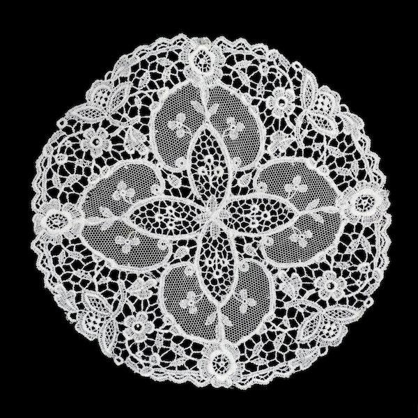 Set of 4 Chemical lace mats 15cm diameter - image 1