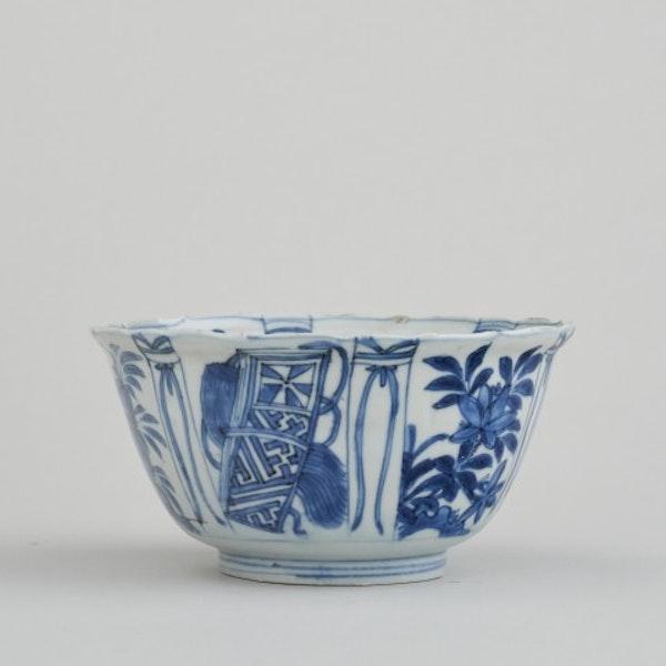 A CHINESE KRAAKWARE 'CROWCUP', WANLI (1573 – 1619) - image 1