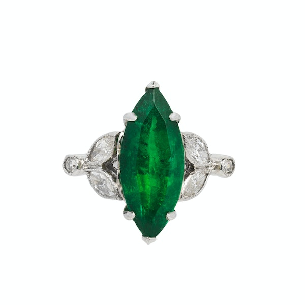 Marquise shaped emerald ring - image 1