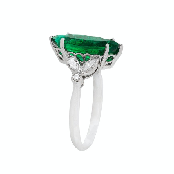 Marquise shaped emerald ring - image 2