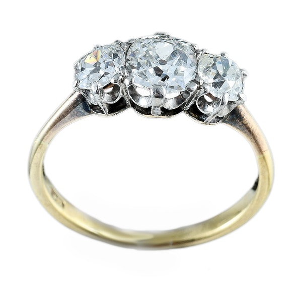 MM6272r Victorian three stone 18ct yellow gold ring with cushion old cut diamonds 1890c - image 1