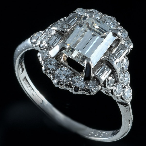 MM6263r fine quality Alabaster and Wilson baguette diamond 1.55ct and diamond dress ring 1960c - image 1